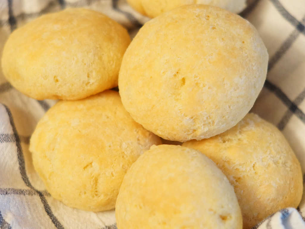 Sendvič peciva od tapioke sa sirom