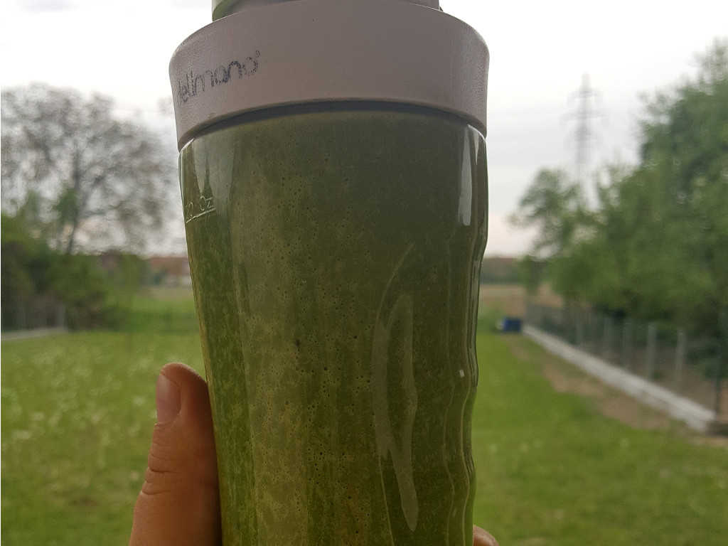 Zeleni smoothie od špinata i kurkume