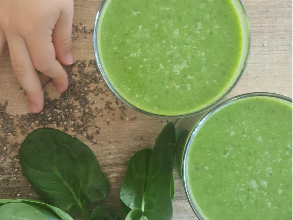 Zeleni smoothie od špinata i lišća rotkvice