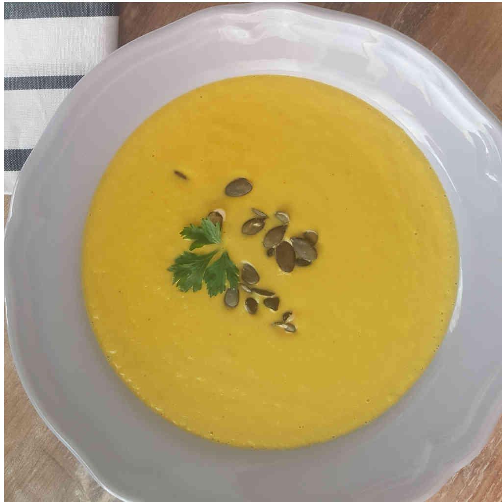 Gusta juha od mrkve i poriluka