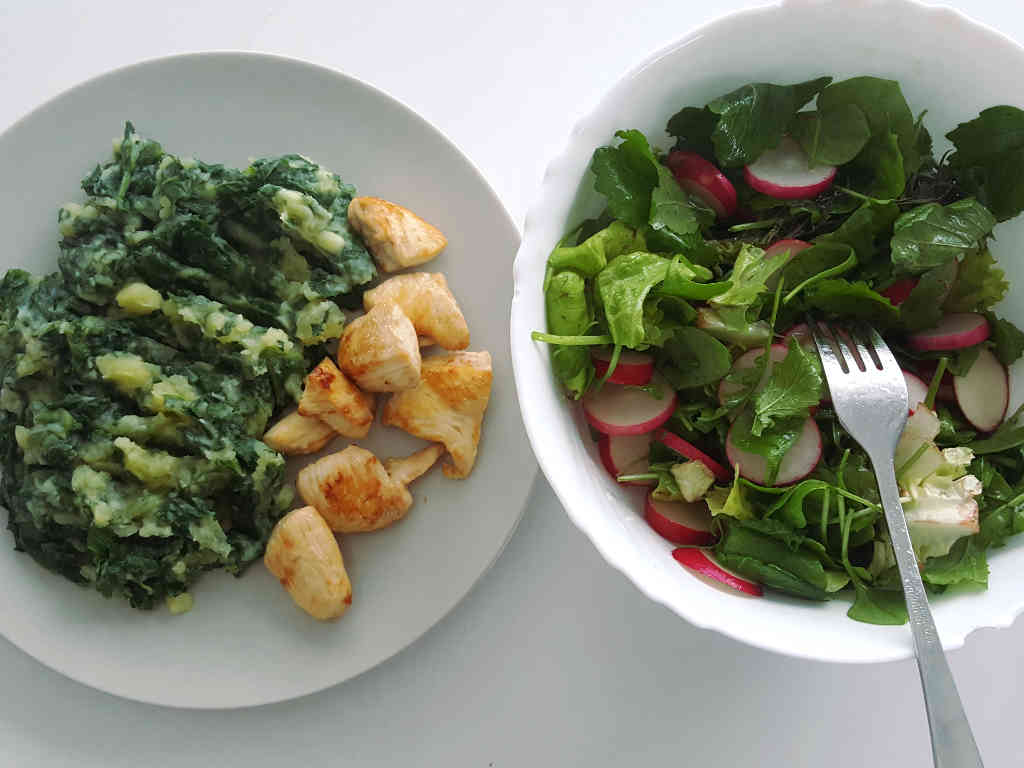 Piletina sa blitvom i krompirom i šarena salata