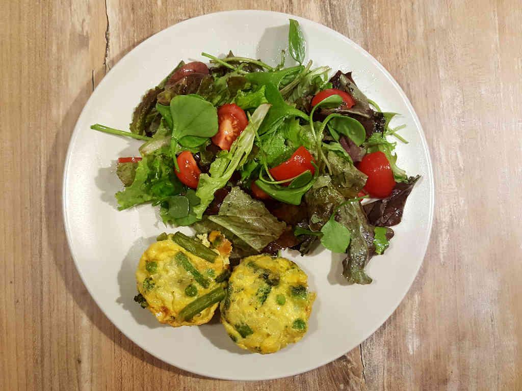 Paleo muffini od jaja i povrća sa salatom